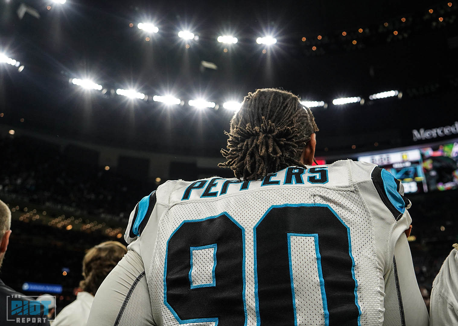 Thomas Davis bids emotional farewell to Panthers, vows to keep playing